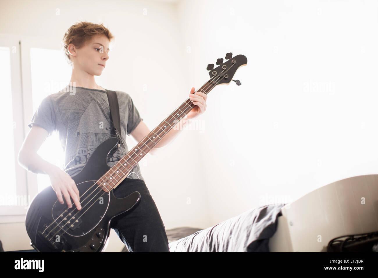 Teenager, Gitarre Stockfoto