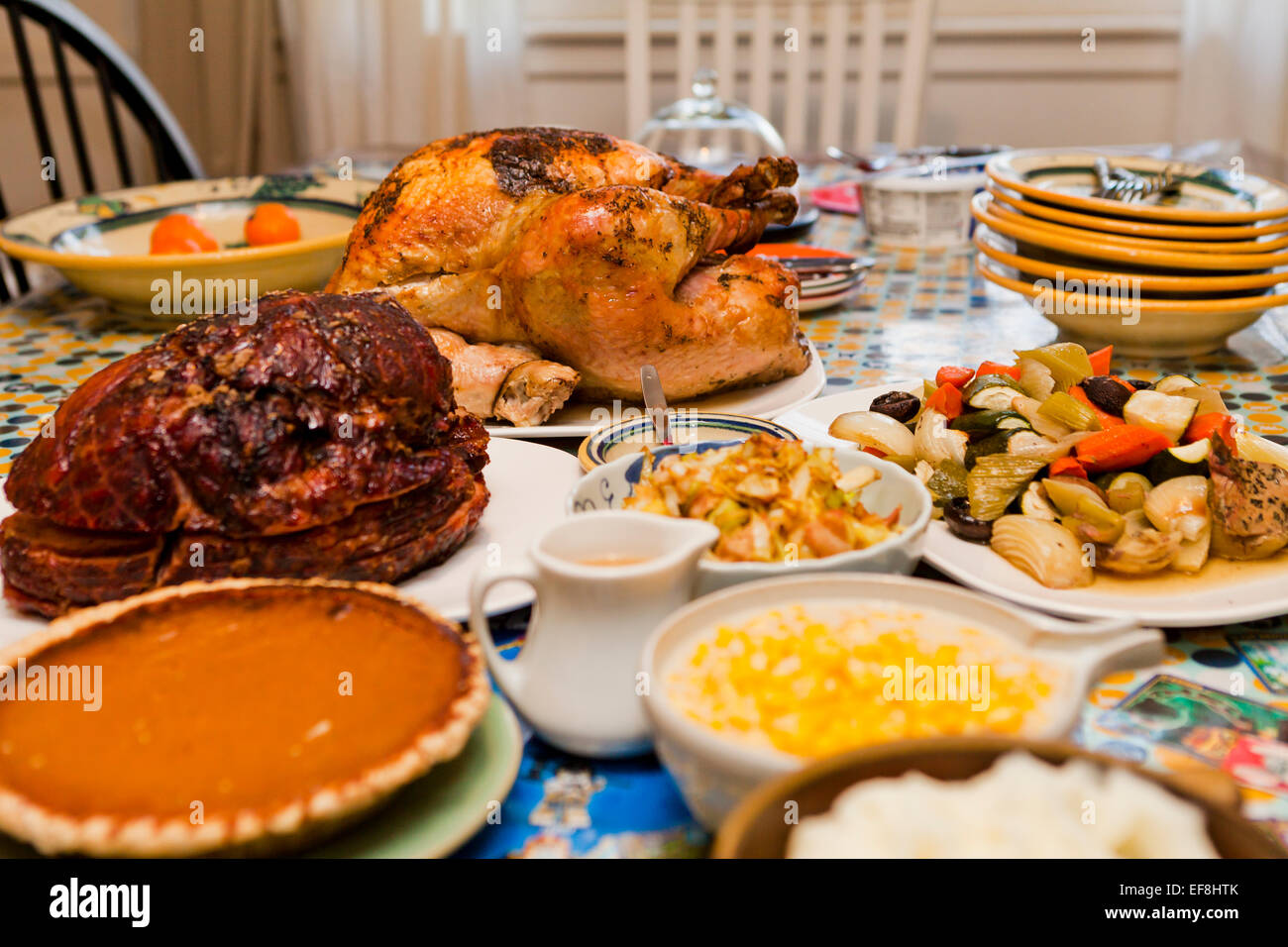 thanksgiving truthahn abendessen auf tisch usa stockfoto bild 78250947 alamy. Black Bedroom Furniture Sets. Home Design Ideas