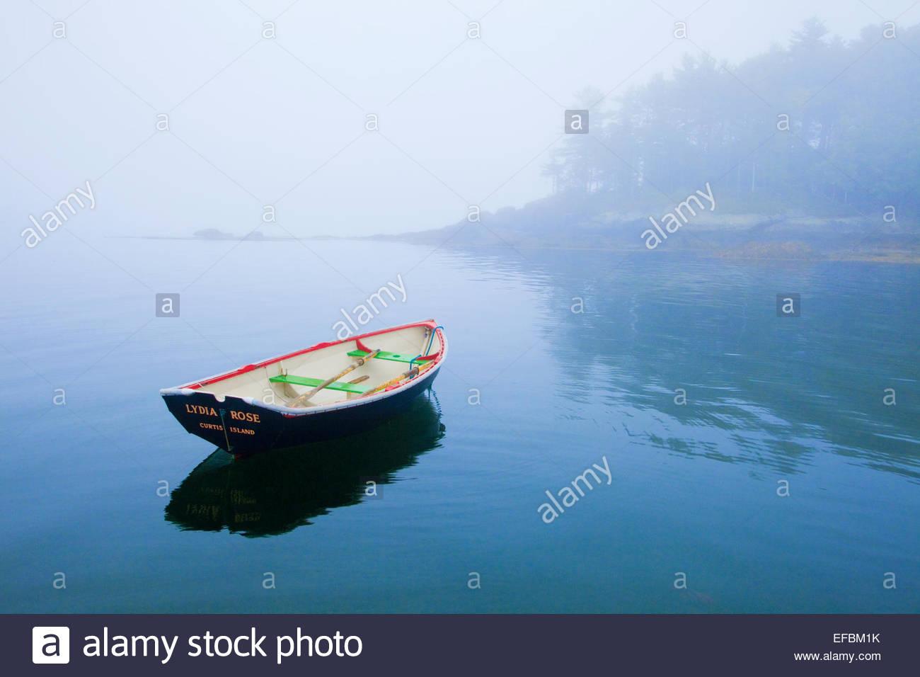 Ruderboot in der Nähe von Curtis Island, Camden, Maine. Stockbild