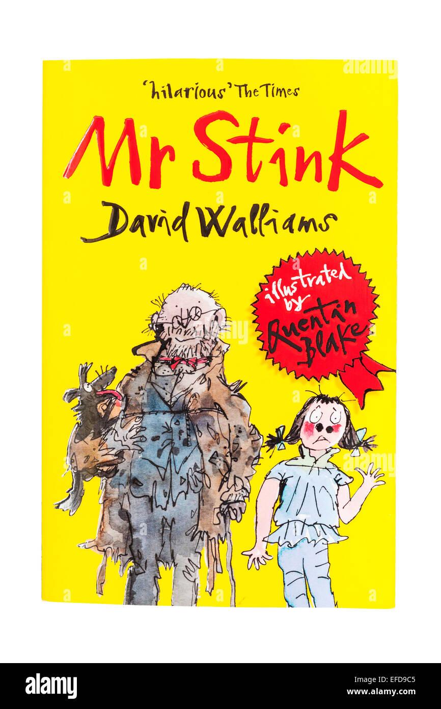 Das Buch mit dem Titel Herr Gestank geschrieben von David Walliams auf weißem Hintergrund Stockbild