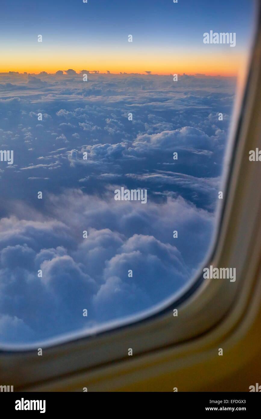 Blick aus dem Flugzeugfenster Stockbild