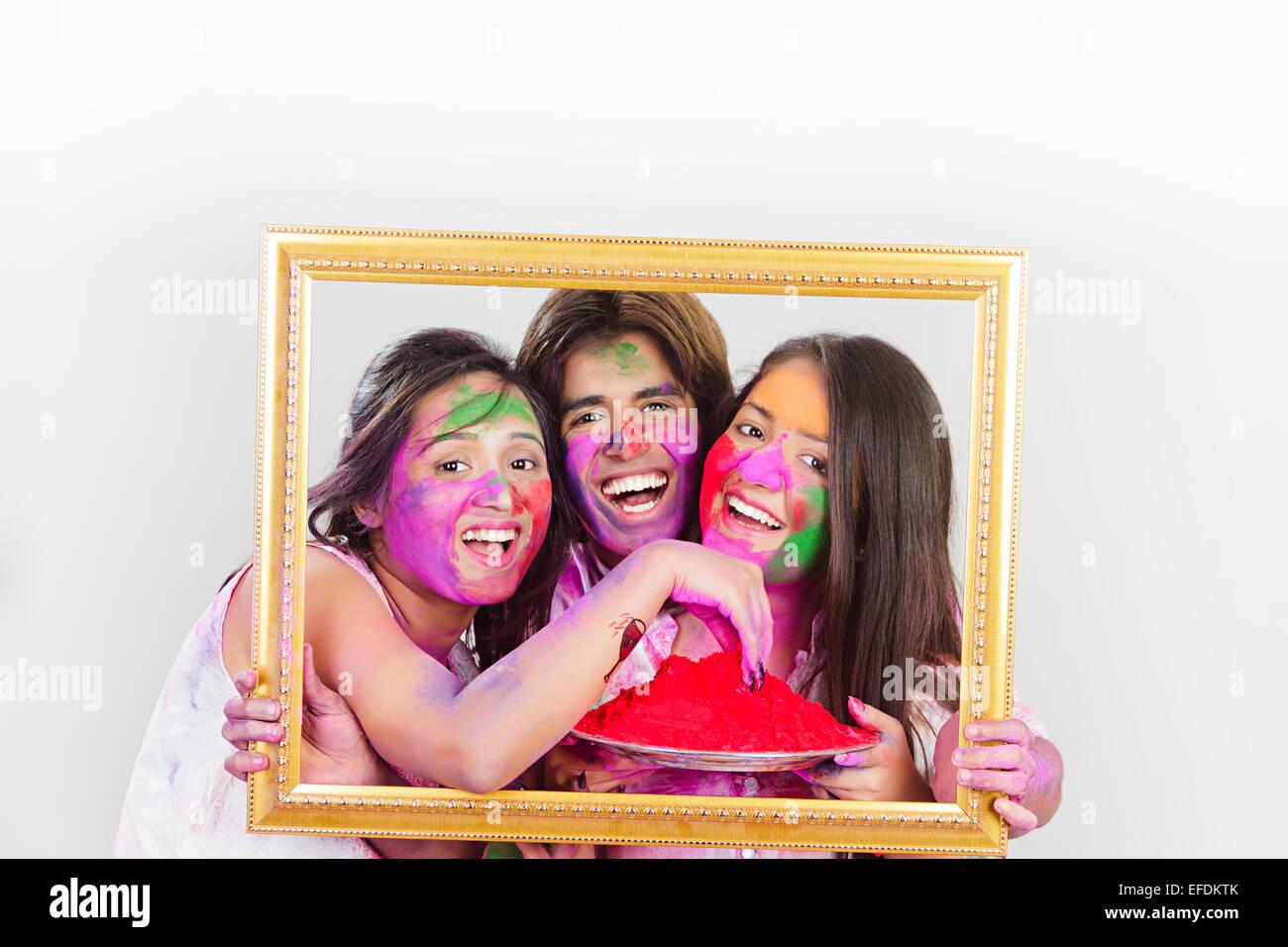 3 indischen Freunde Holi Festival Bilderrahmen Stockfoto, Bild ...