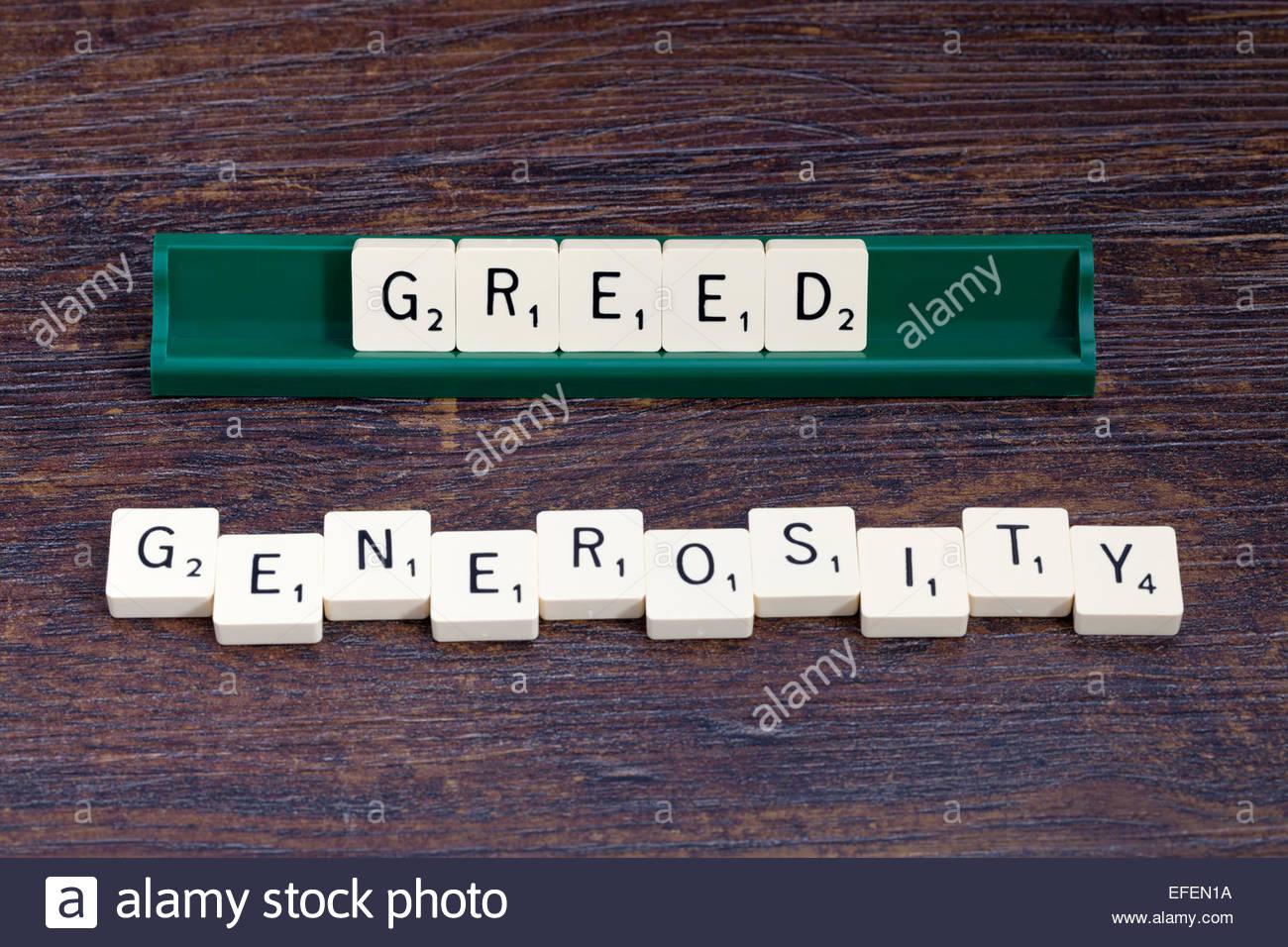 Gier und Großzügigkeit ausgeschrieben mit Scrabble-Buchstaben Stockbild