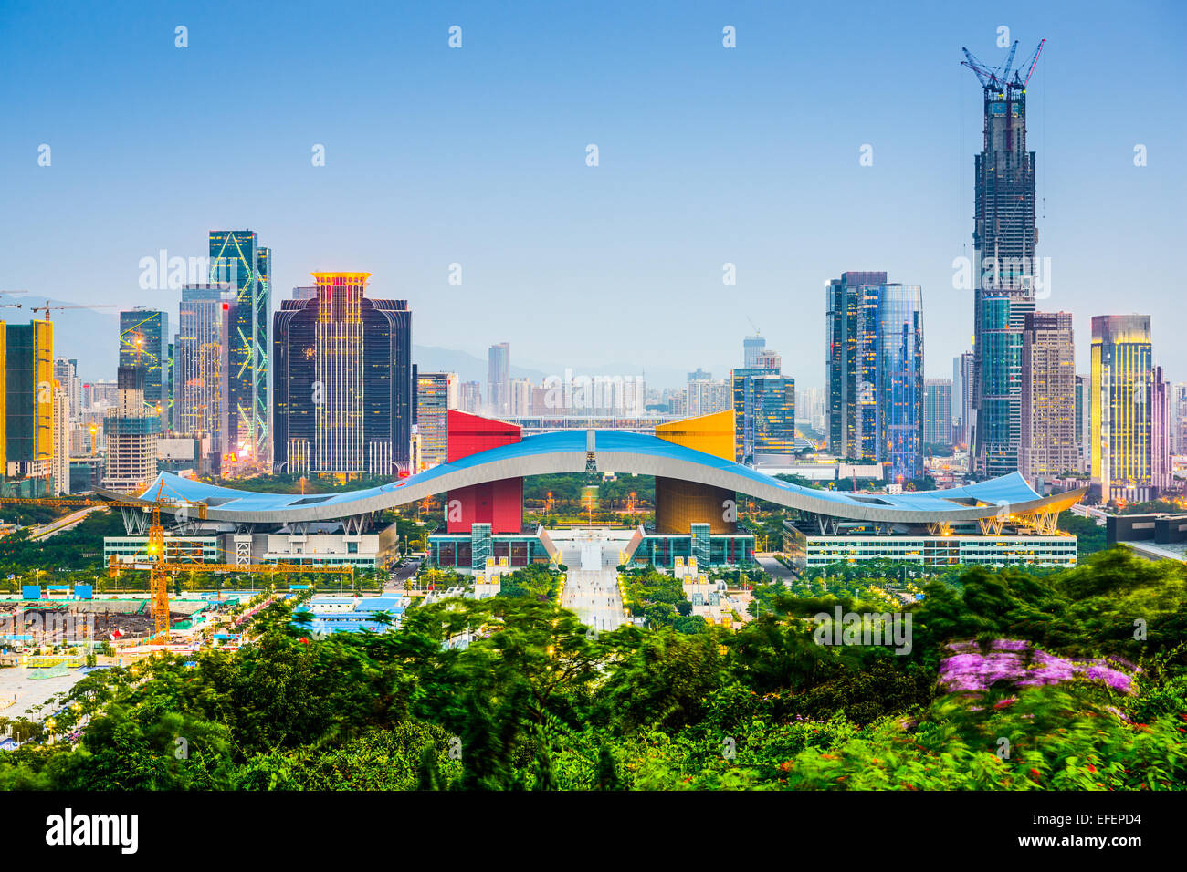 Shenzhen, China Skyline der Stadt im Stadtteil Behördenviertel. Stockbild