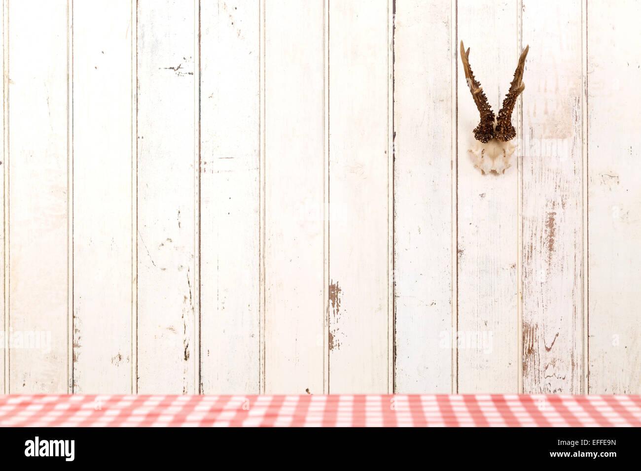 Hirschgeweih Hangen Weisse Holzwand Stockfoto Bild 78401841 Alamy