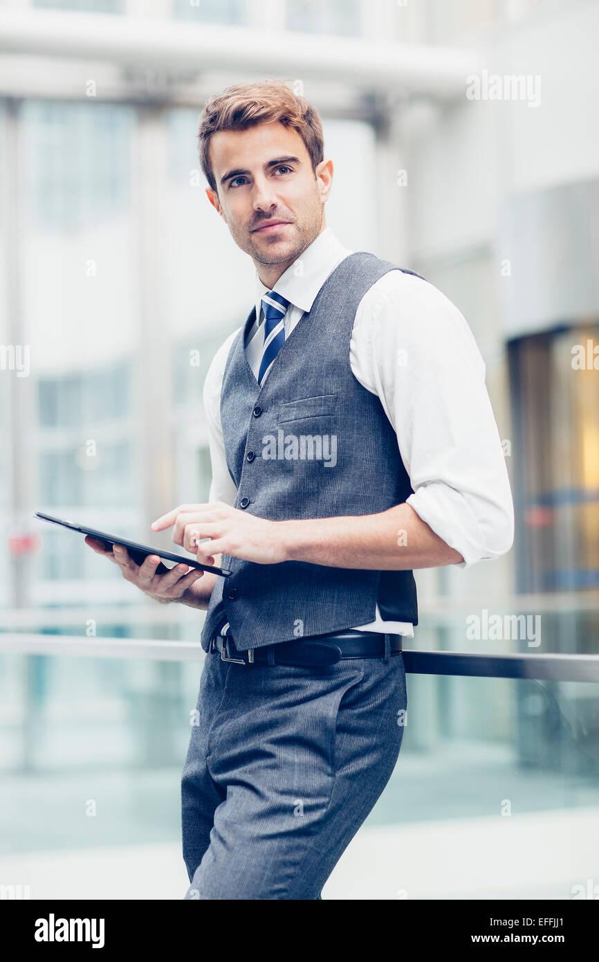 Porträt eines Geschäftsmannes arbeiten Stockbild