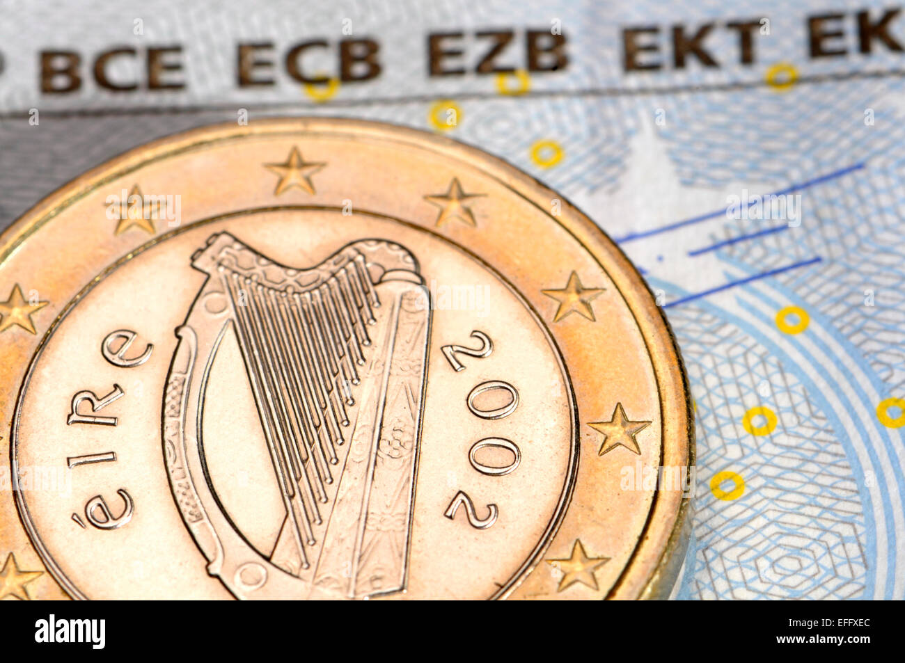 Irische Euro Münzen Auf 5 Hinweis Stockfoto Bild 78411380 Alamy