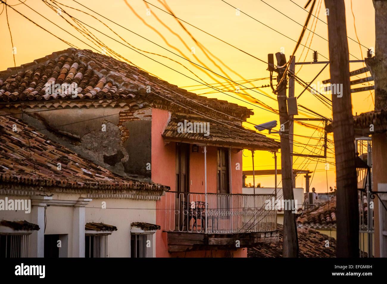 Häusern und Stromleitungen, Trinidad, Kuba Stockbild