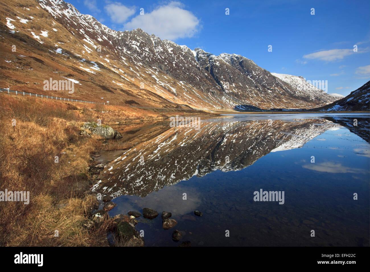 Reflexionen in den Pass von Glencoe Stockbild