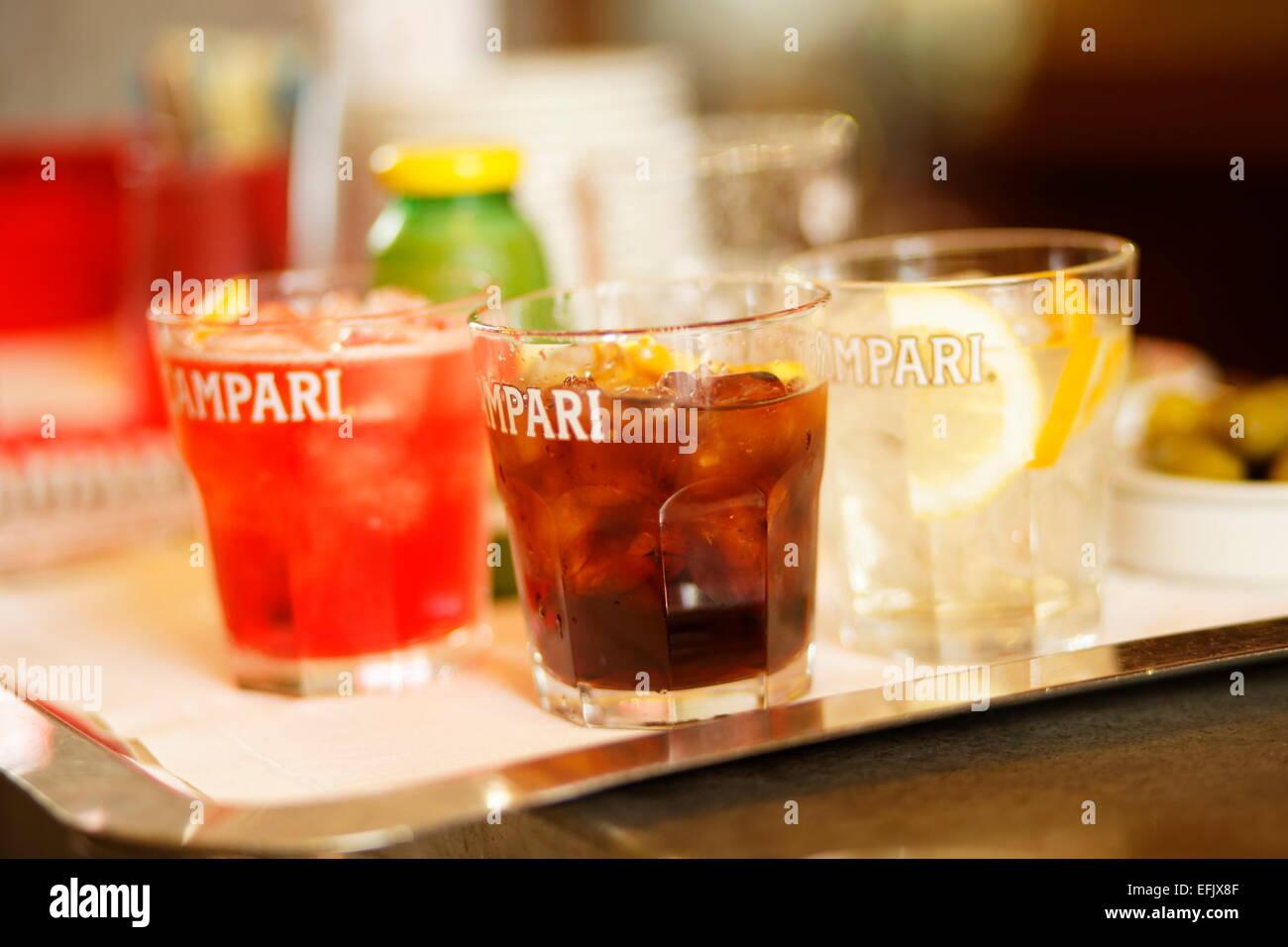 Verschiedene Getränke in einer Bar, Galleria Vittorio Emanuele II ...