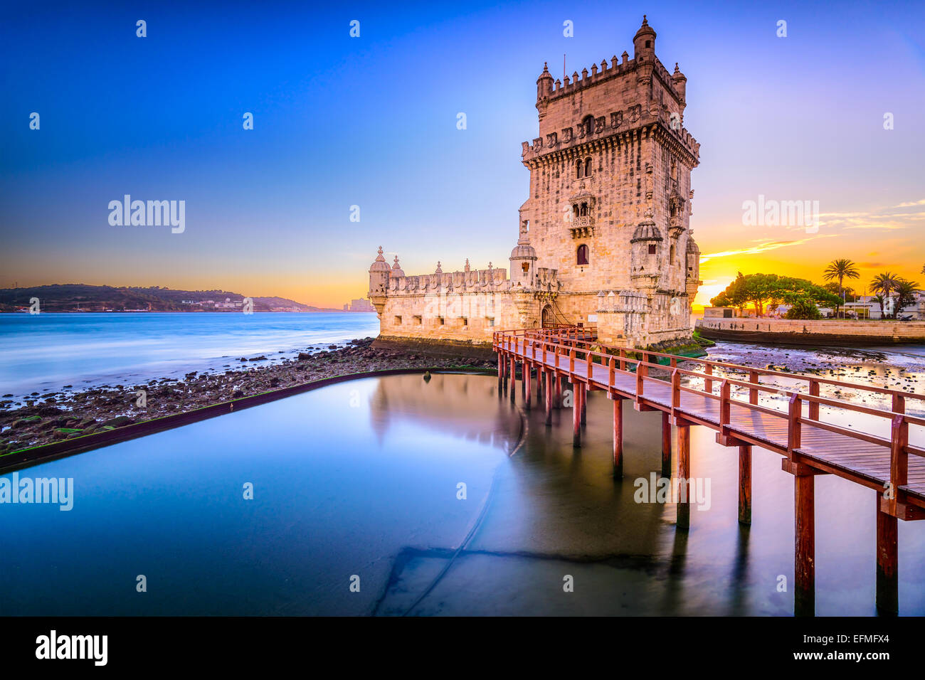 Lissabon, Portugal am Turm von Belem am Fluss Tejo. Stockbild