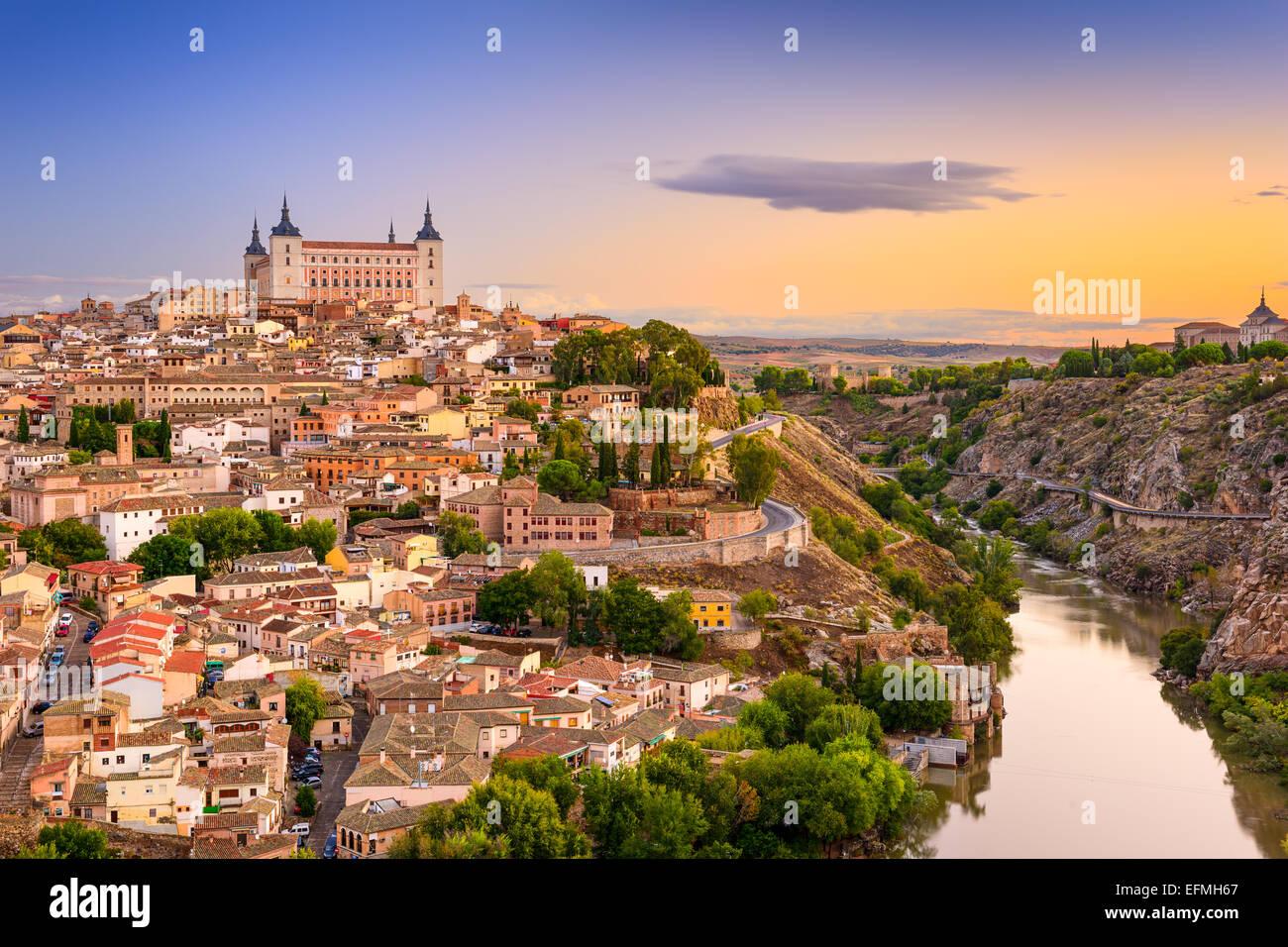 Toledo, Spanien Altstadt über den Fluss Tejo. Stockbild