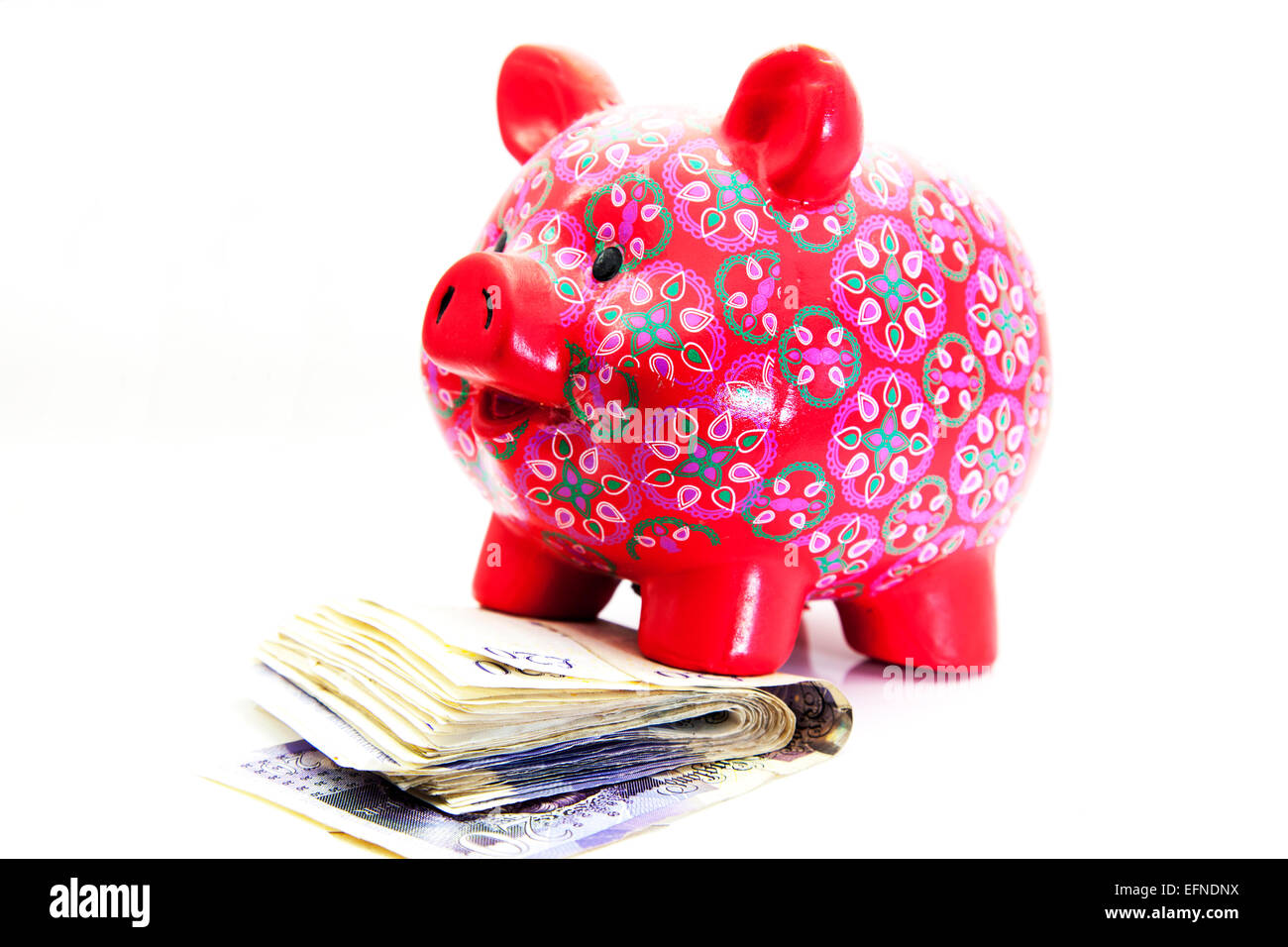 Sparen Sie zu Hause Bargeld Sparschwein sparen Einsparungen investieren Investition Investitionen Kopie Raum weißen Stockbild
