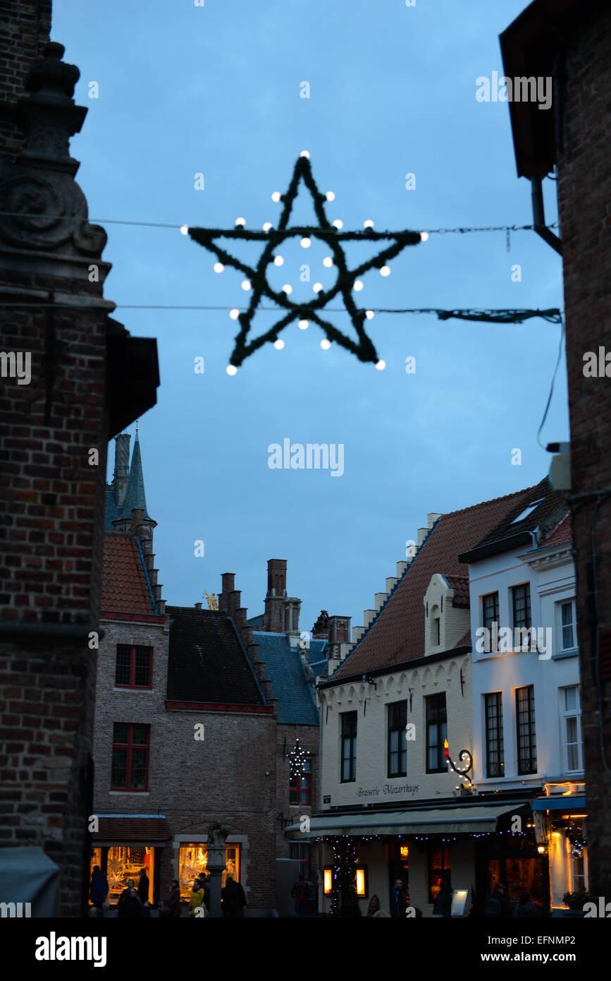 Sterne Weihnachtsbeleuchtung in Brugge, Belgien Stockbild