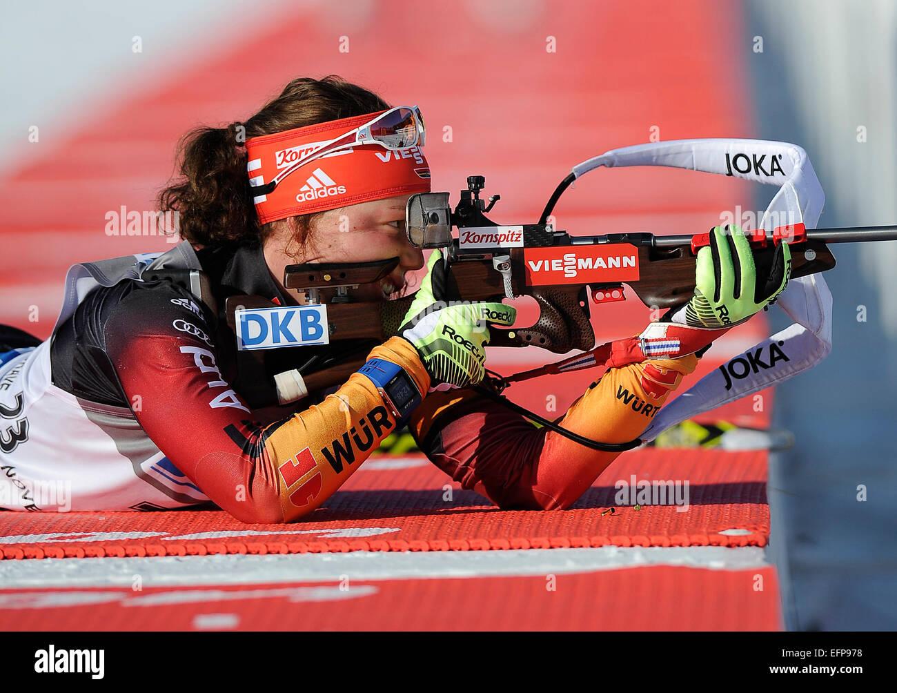 Laura Dahlmeier aus Deutschland schießt um win 7, 5 km Sprint-Rennen beim Biathlon-Weltcup-Event in Nove Mesto Stockbild
