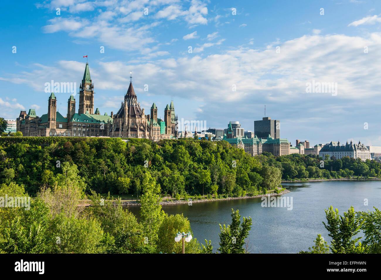 Blick über Ottawa mit seiner Parlament Centre Block vom Nepean Point, Ottawa, Ontario, Kanada, Nordamerika Stockfoto