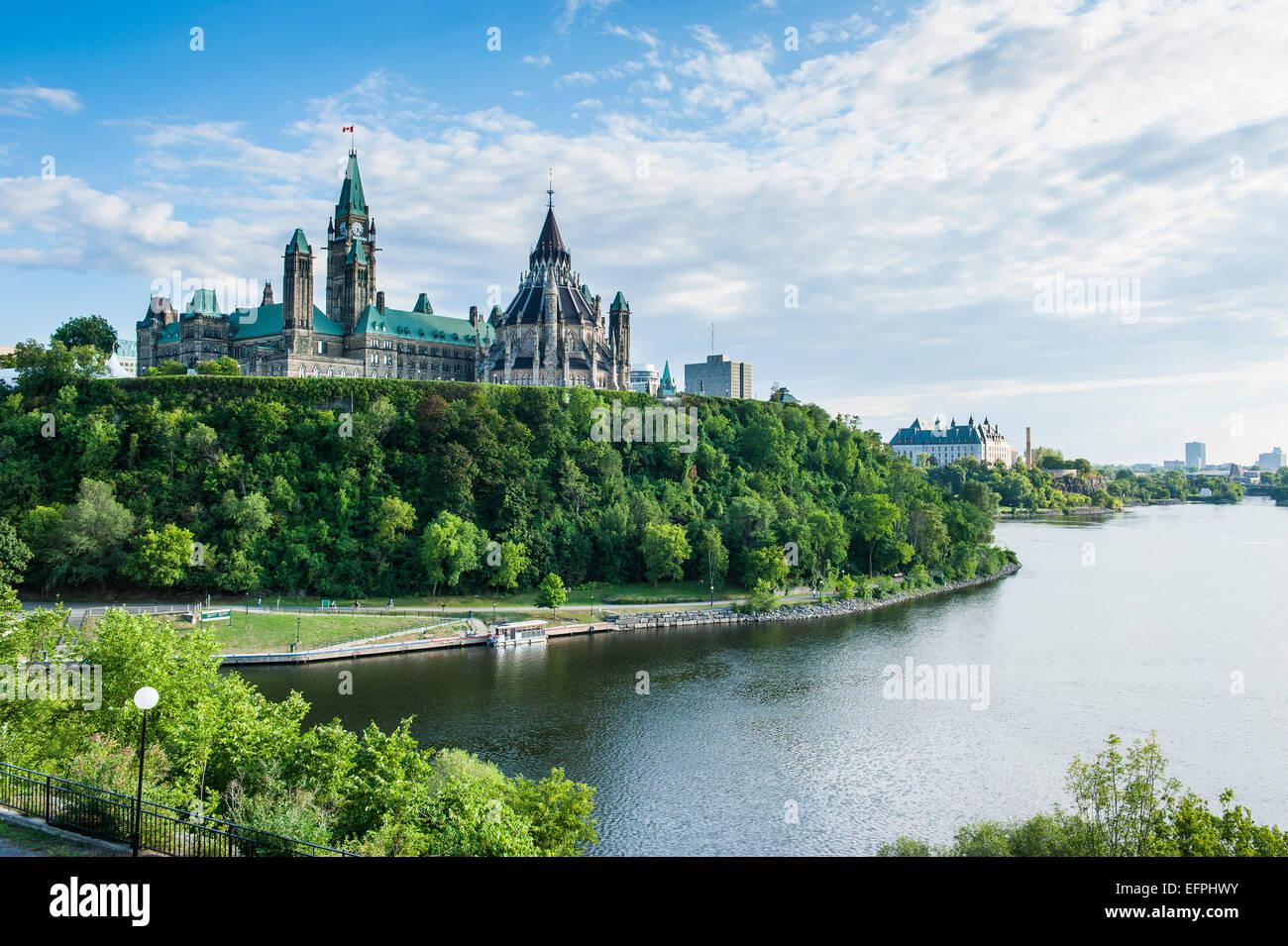 Blick über Ottawa mit seiner Parlament Centre Block vom Nepean Point, Ottawa, Ontario, Kanada, Nordamerika Stockbild