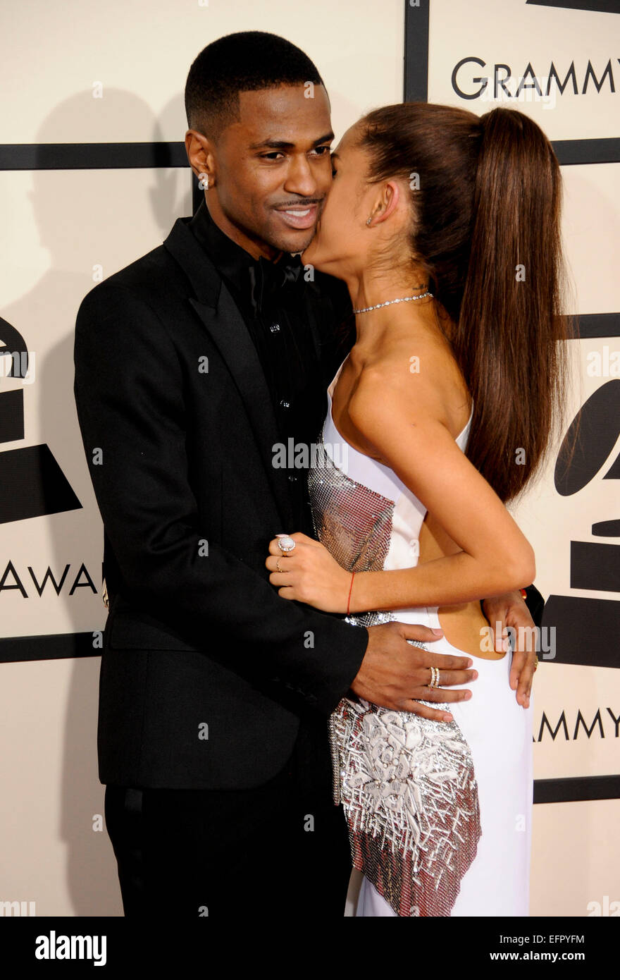 Is ariana grande dating 2015