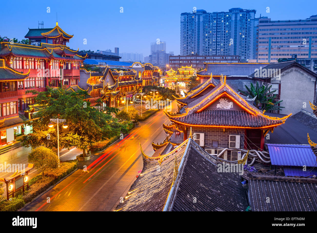 Chengdu, China Stadtbild über Qintai Road historic District. Stockbild