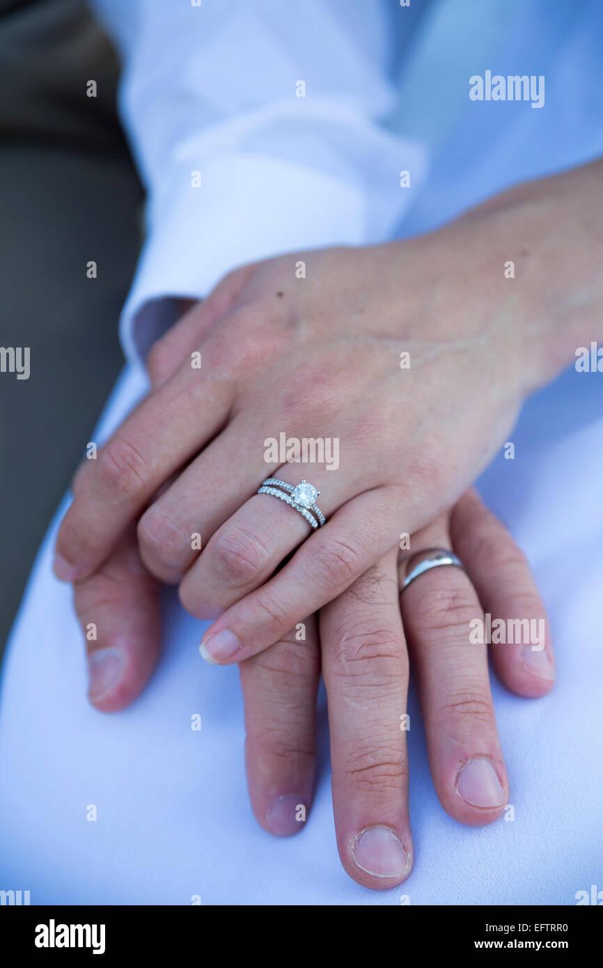 Verlobungsring Auf Der Seite Stockfoto Bild 78606836 Alamy