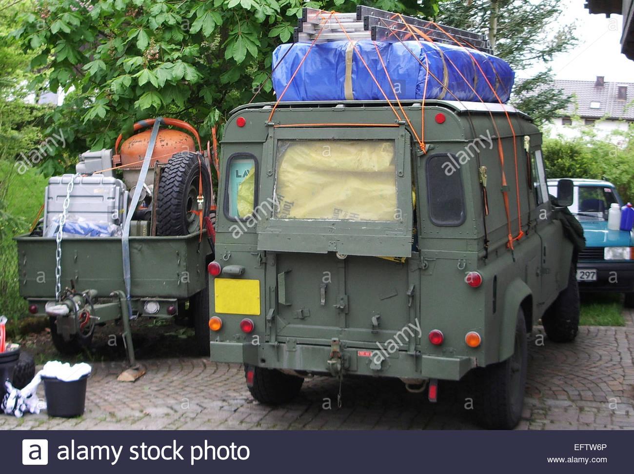 Land Rover Militarischen 110 Defender Lwb Anhanger Verpackt Bereit