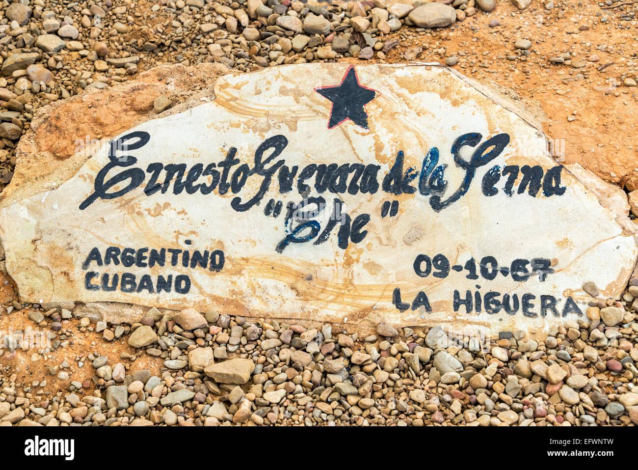 Grabstein von dem ursprünglichen Grab von Ernesto Che Guevara in Vallegrande, Bolivien Stockbild