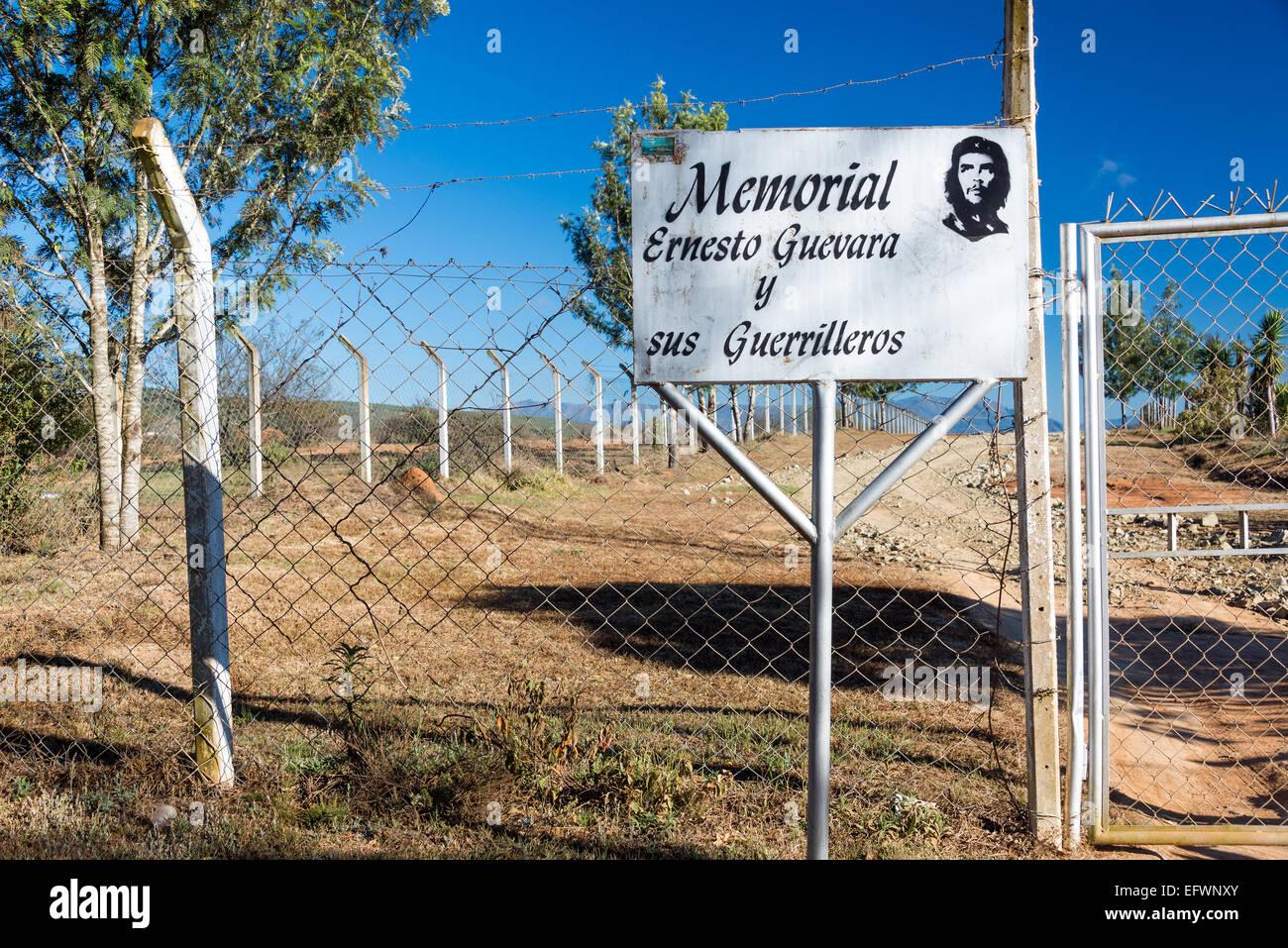Zeichen markieren den Eingang zum Mausoleum des Ernesto Che Guevara in Vallegrande, Bolivien Stockbild