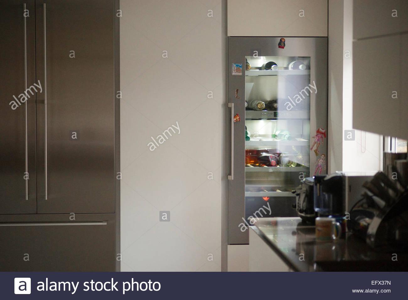 Wine Cooler Kitchen Stockfotos & Wine Cooler Kitchen Bilder - Alamy