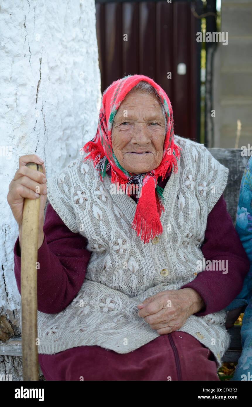 Alte Russische Frau Stockfotos und -bilder Kaufen - Alamy