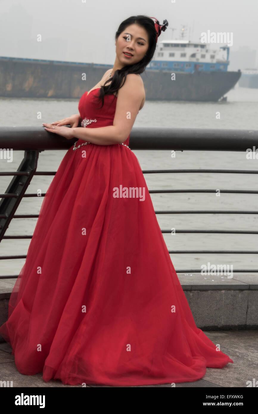 Rotes Hochzeitskleid Stockfotos und -bilder Kaufen - Alamy