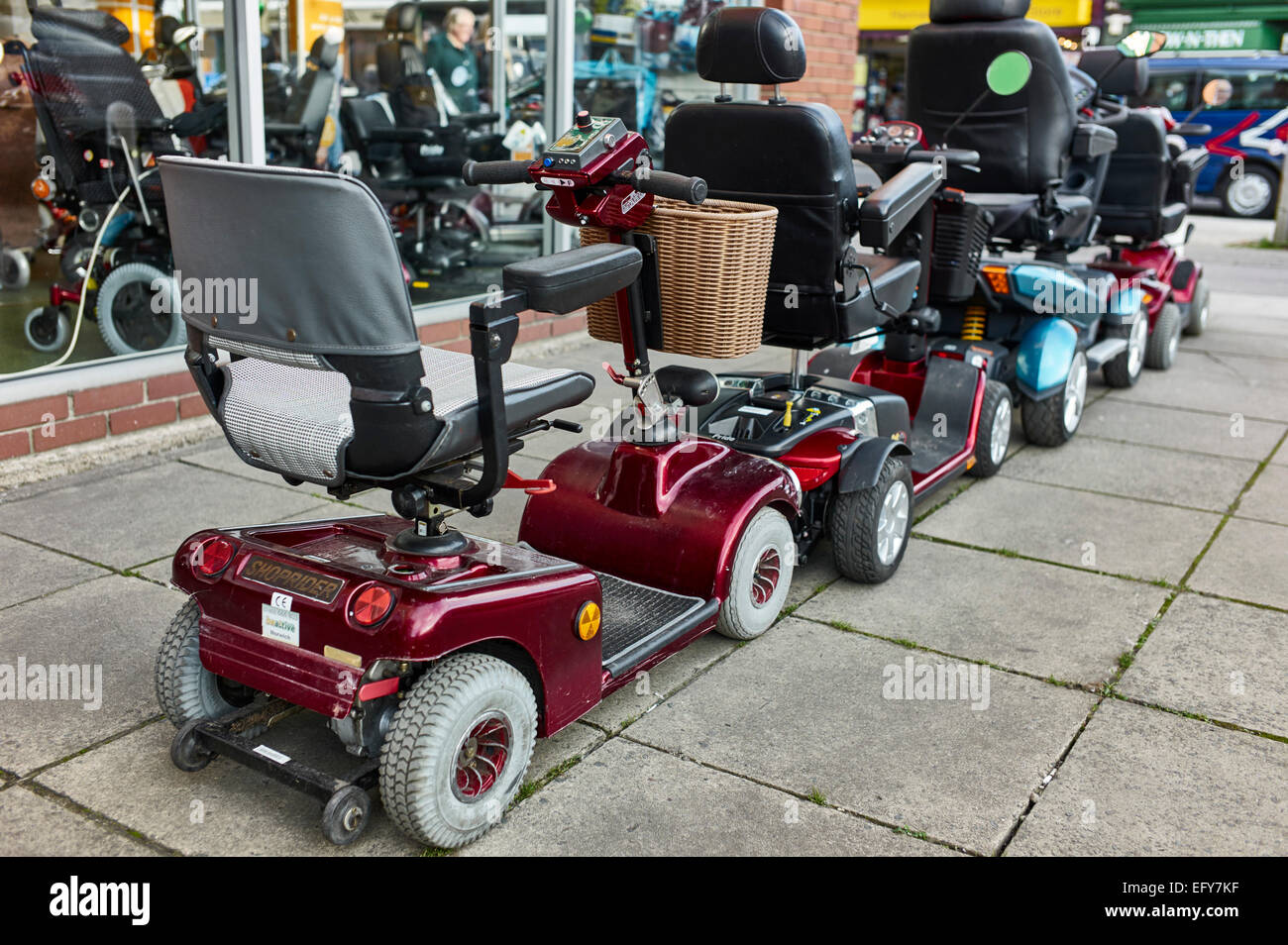 gebrauchte scooter f r den verkauf au erhalb shop. Black Bedroom Furniture Sets. Home Design Ideas