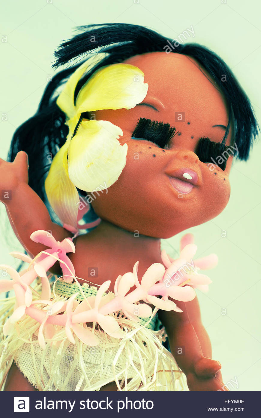Hawaiian lächelnd stellte hula Mädchen Spielzeug Puppe aus Kunststoff Stockbild