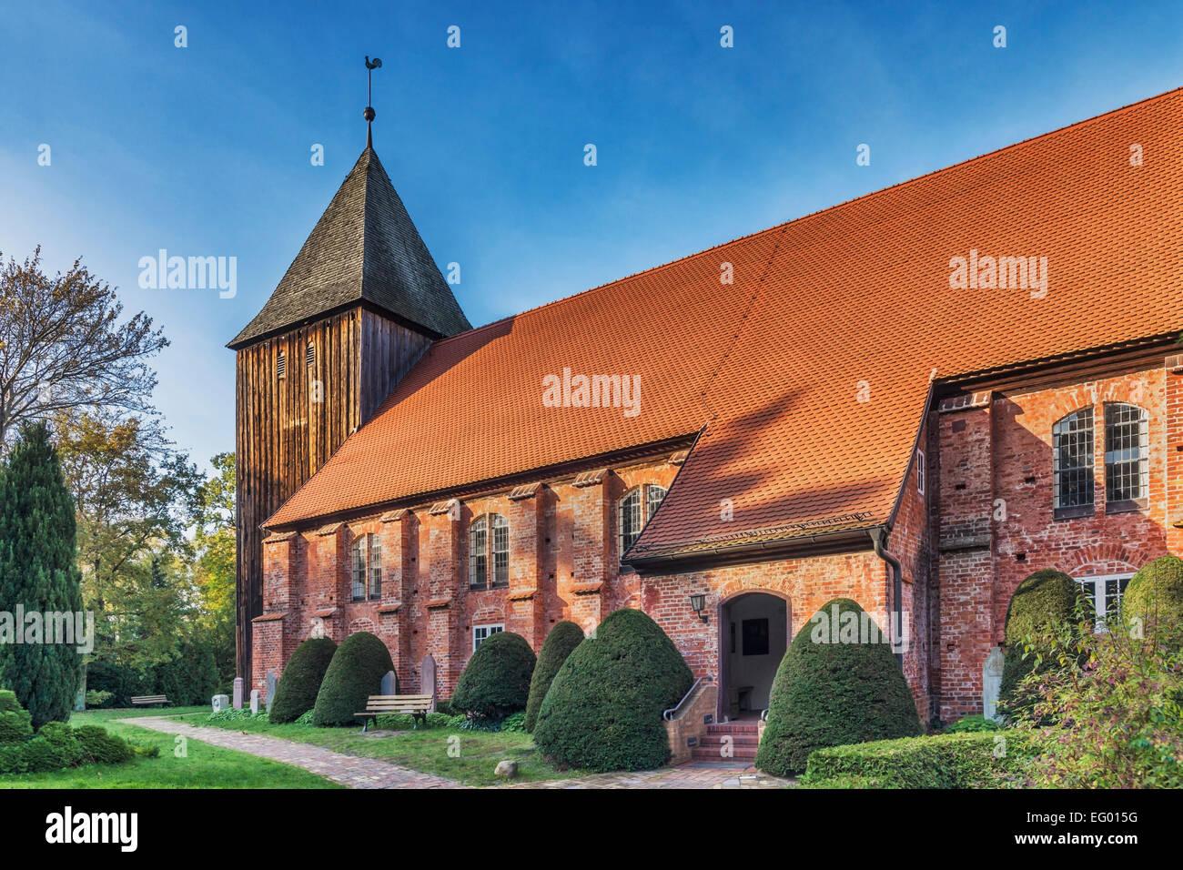 Die politisierte Kirche Prerow wurde von 1726 bis 1728, Fischland-Darß-Zingst, Mecklenburg-Western Pomerania, Deutschland, Europa Stockfoto