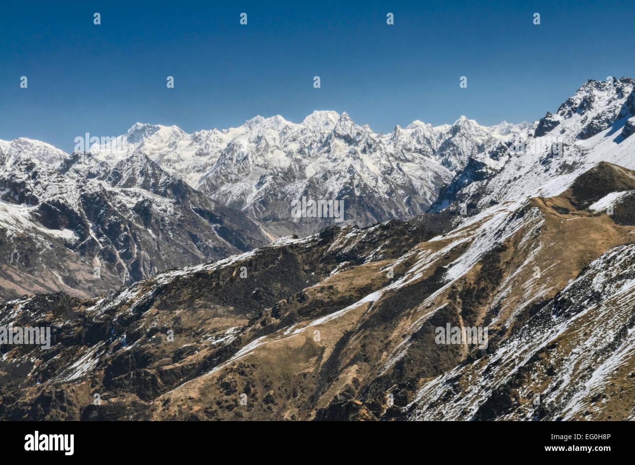 Panoramablick ins Tal abfallenden Berge Stockbild