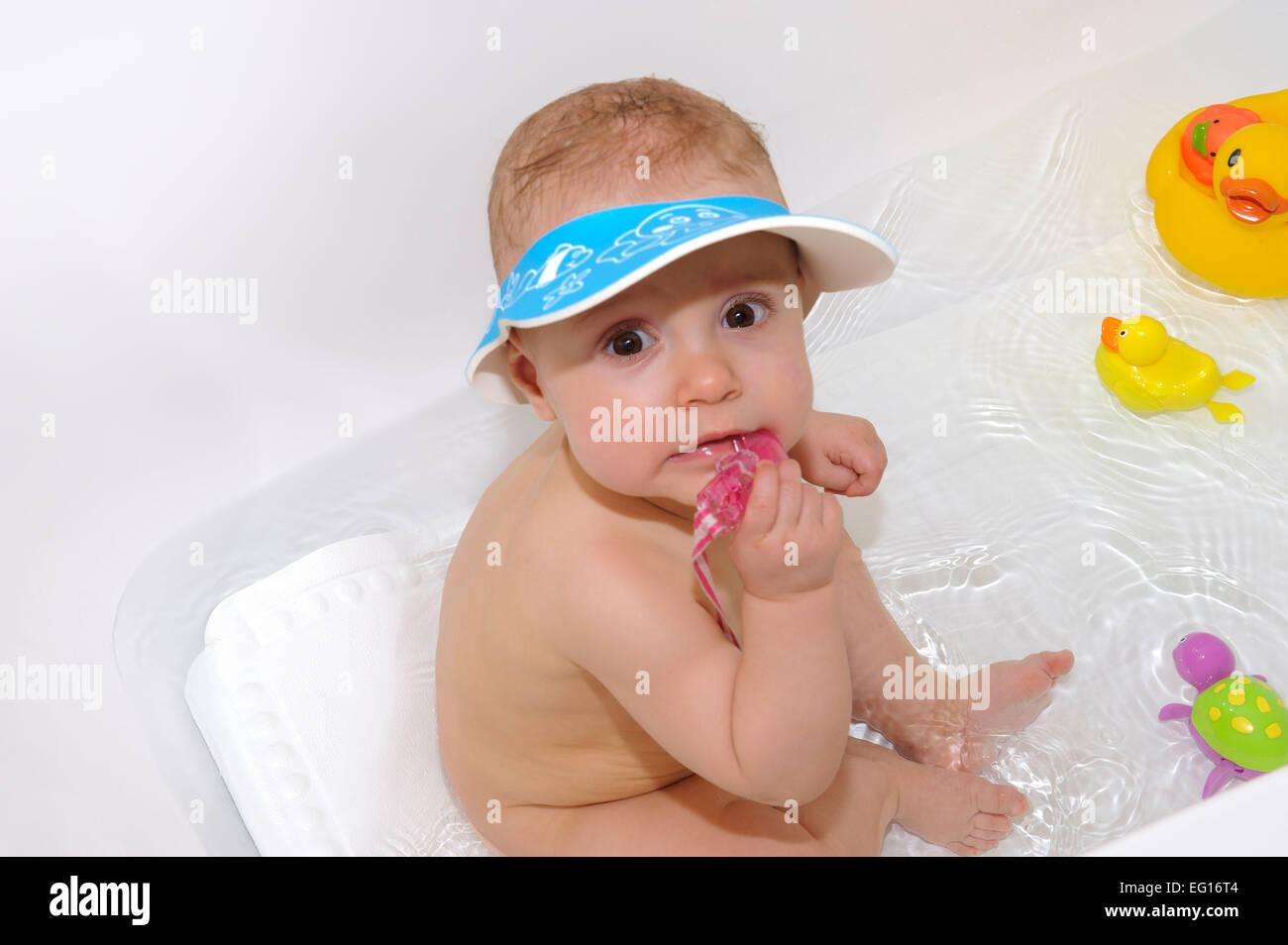 Babymädchen an die Badezeit Stockbild