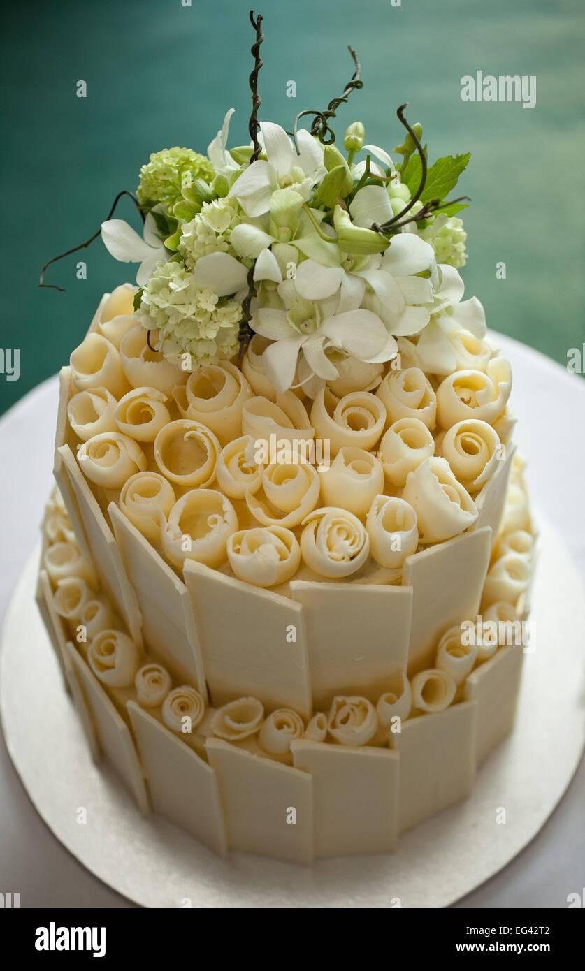 Weisse Schokolade Hochzeitstorte Stockfoto Bild 78766018 Alamy