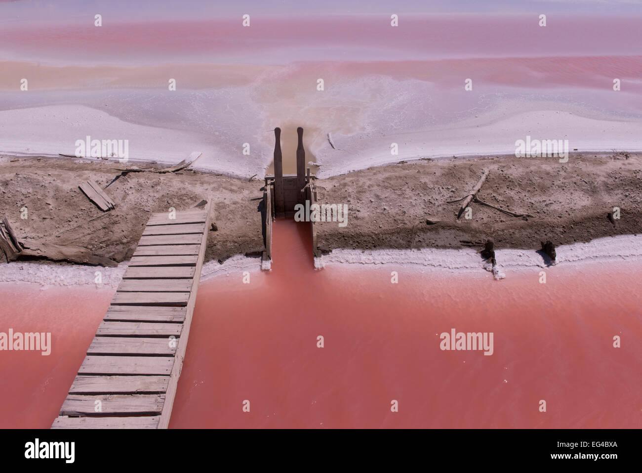 Hohe Salzkonzentration Salinen. Salin de Giraud Camargue Frankreich Juni 2013. Stockbild