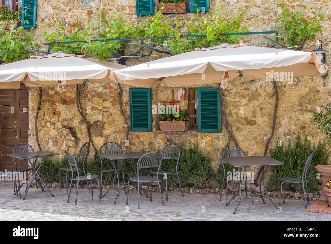 Typische Italienische Terrasse Vor Einem Restaurant Mit Fensterladen