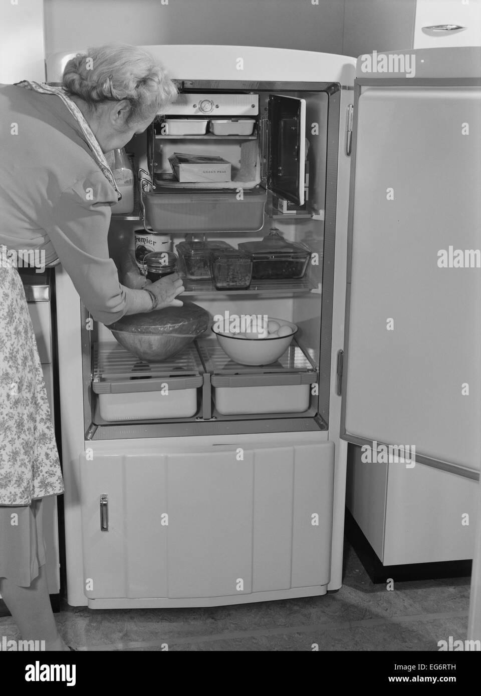 Innenraum der 1940er Jahre Kühlschrank verfügt über ein kleines ...