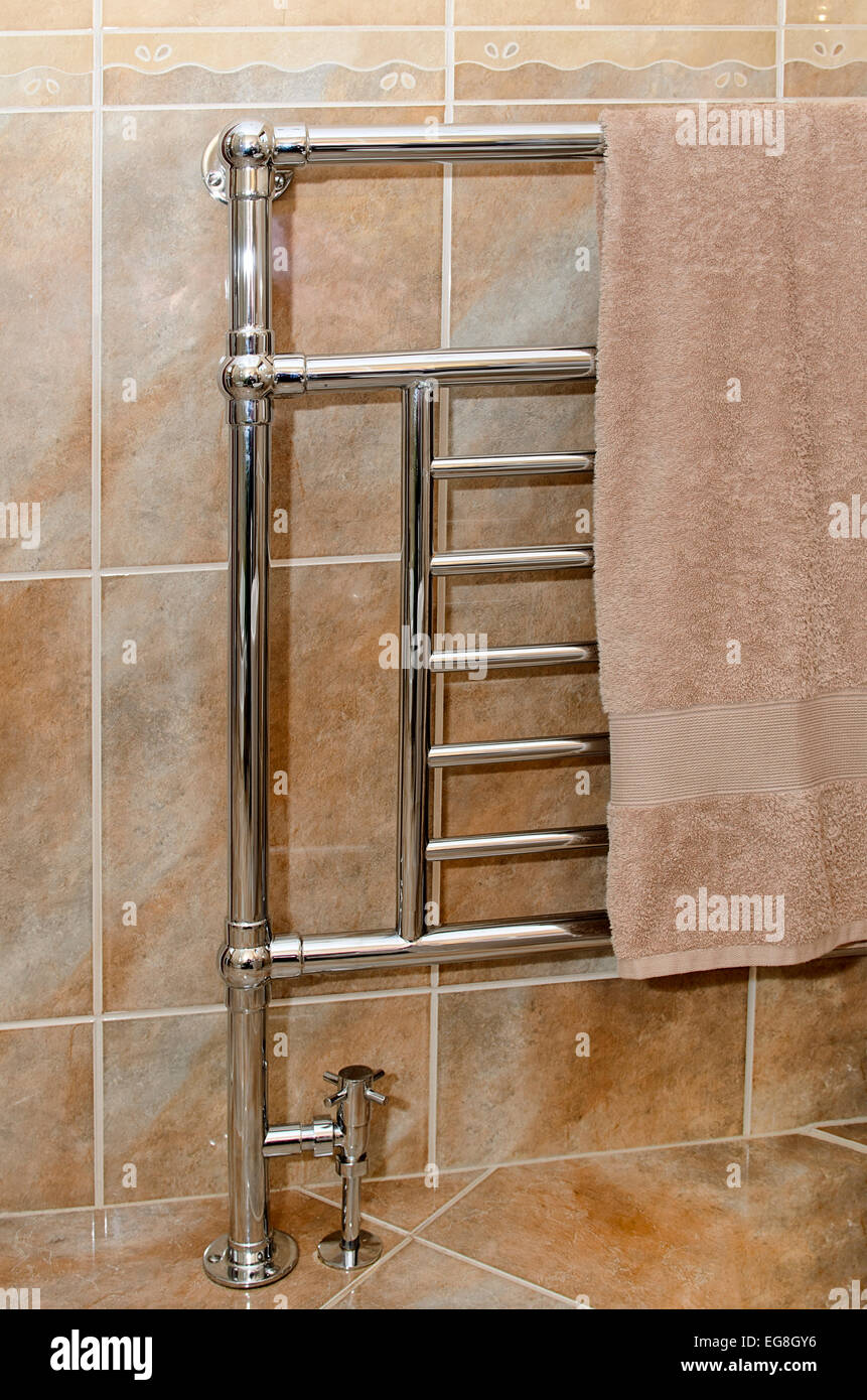 Handtuchhalter Chrom Bad / Heizkörper Stockfoto, Bild: 78864890 - Alamy