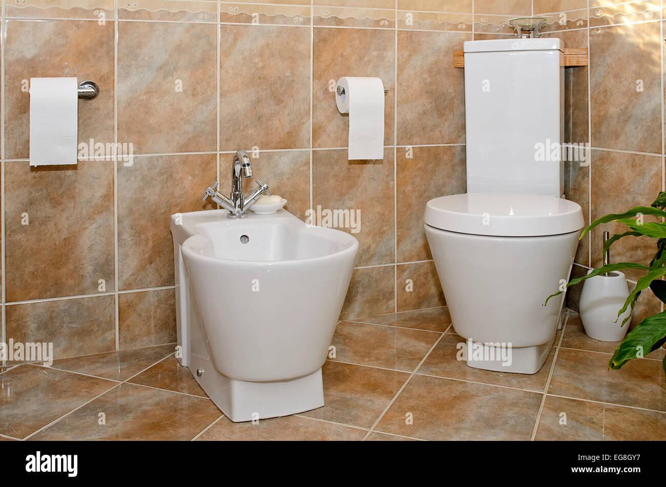 Moderne Toilette Stockfotos & Moderne Toilette Bilder - Alamy