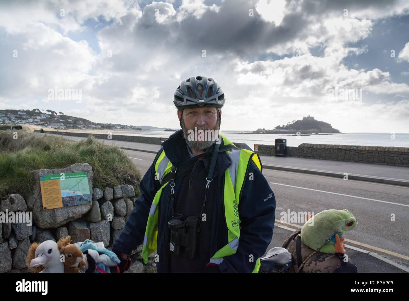 Marazion, Cornwall, UK. 21. Februar 2015. Gary Prestcott ist das Radfahren ganz Großbritannien besuchen jeden Stockbild
