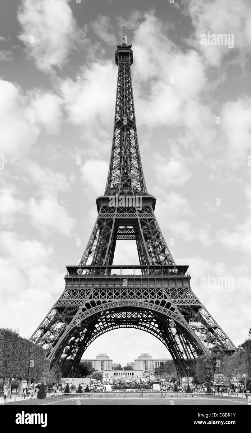 der eiffelturm in paris frankreich schwarz wei bild stockfoto bild 78935527 alamy. Black Bedroom Furniture Sets. Home Design Ideas