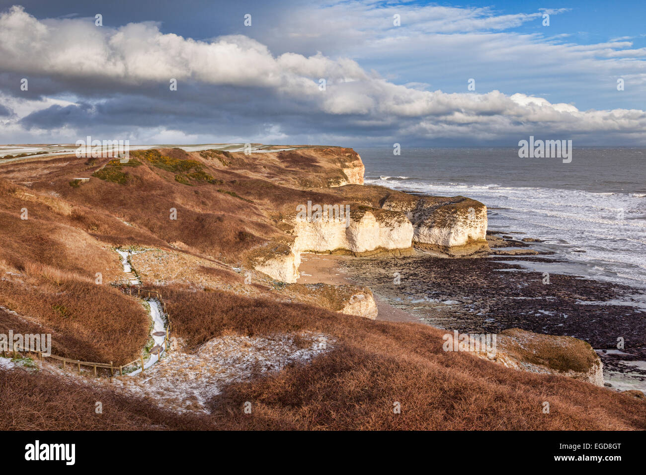 Flamborough Head, East Yorkshire, England, UK, die Kalkstein-Klippen bei Flamborough Kopf, im Winter mit einer leichten Stockbild