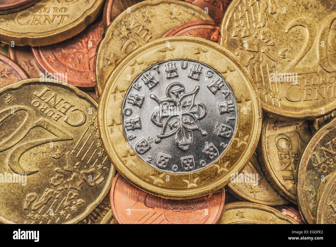 Viele Euro Münzen An Der Spitze Ist Eine 1 Euro Münze Aus Portugal