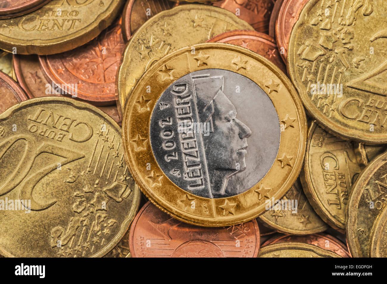 Viele Euro Münzen An Der Spitze Ist Eine 1 Euromünze Aus Luxemburg