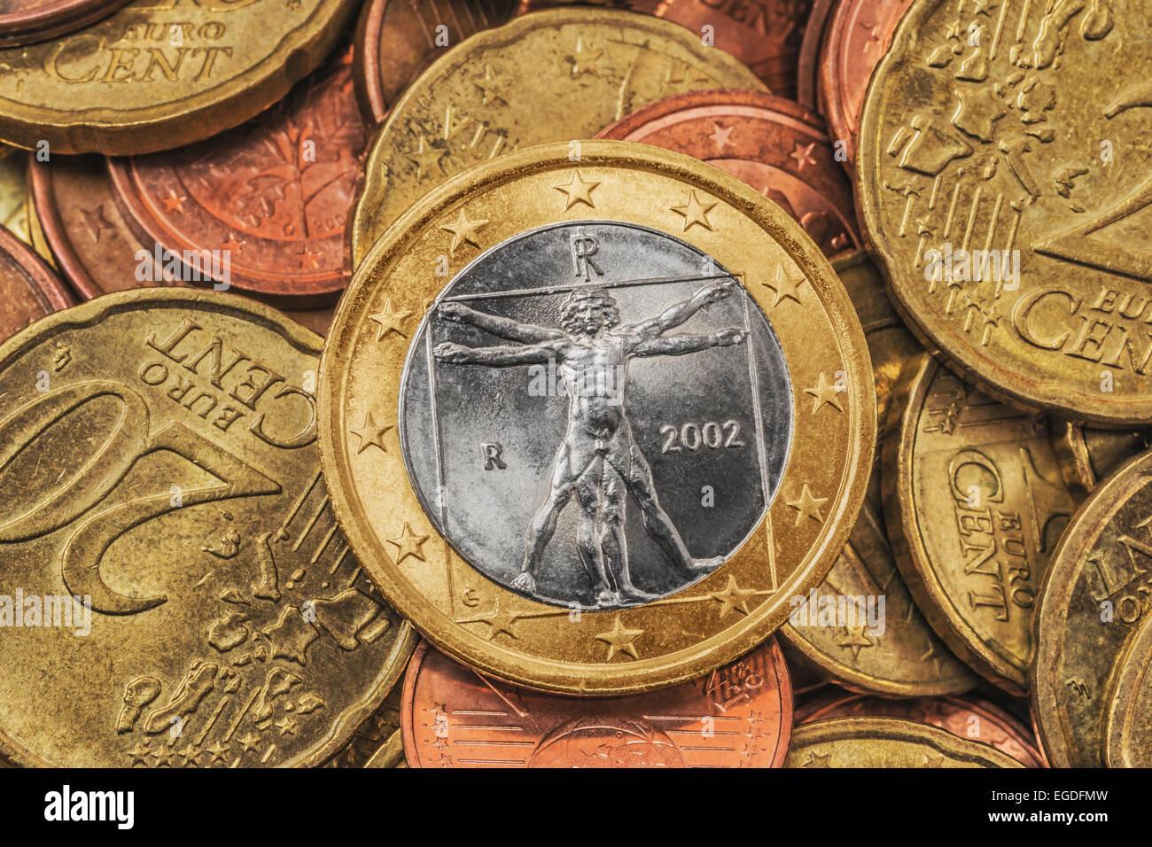 Viele Euro Münzen An Der Spitze Ist Eine 1 Euro Münze Aus Italien