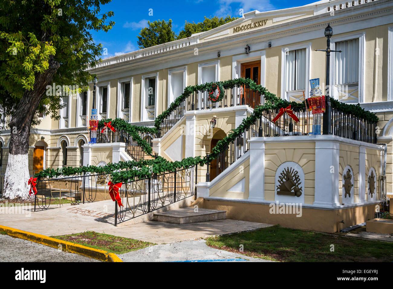 Der Gesetzgeber der Virgin Islands dekoriert für Weihnachten in ...