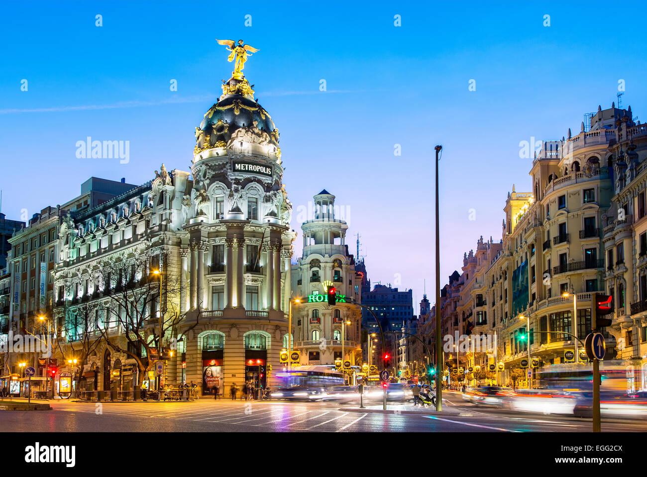Madrid, Metropolis Gebäude und Gran Via in der Nacht Stockbild