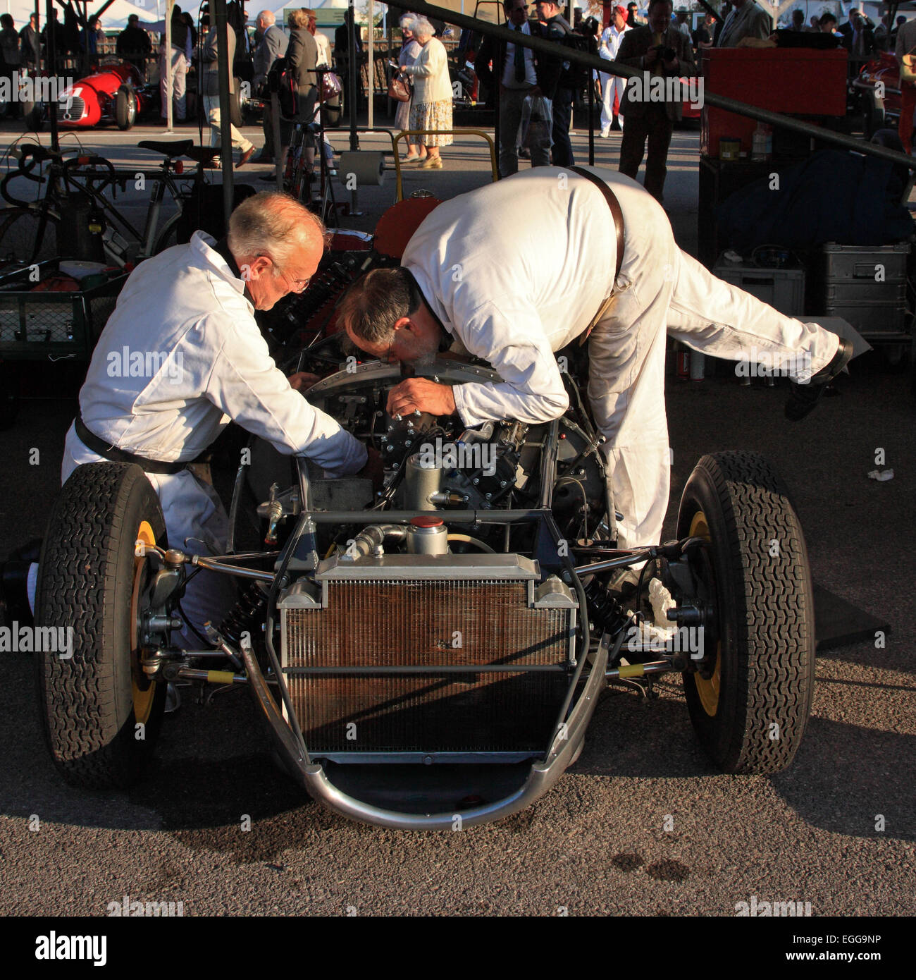 1959 Lotus-Climax 16 mit Last-Minute-Anpassungen im Fahrerlager / Goodwood Revival / Goodwood / UK Stockbild